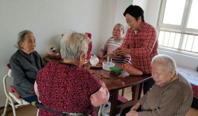 """田小娟 17年用乐观和爱为5位老人打造一个温暖的""""家"""""""
